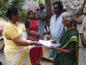 thumb VCDS Mutukadu women getting microcredit fish selling