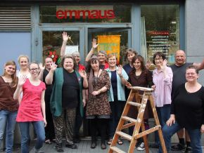 thumb Helsinki volunteers at shop door