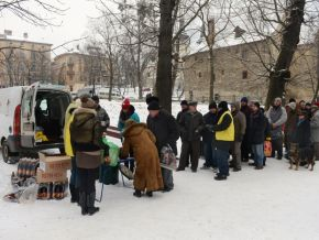 thumb Ukraine food distribution